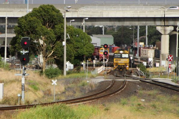 NR107 shunting at the city end of South Dynon