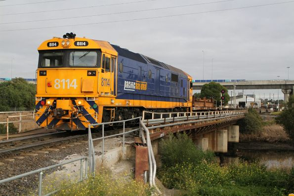 8114 shunting empty container wagon at the city end of South Dynon