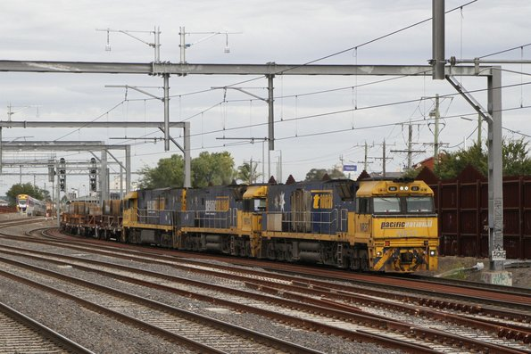 NR37, NR114 and NR8 lead SM2 up steel and intermodal freight through Middle Footscray