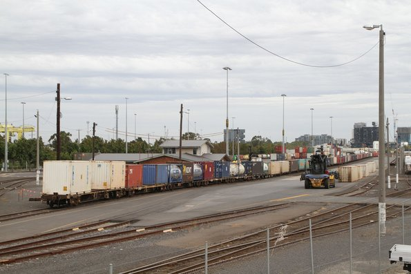 Intermodal loading from SM2 on arrival at North Dynon