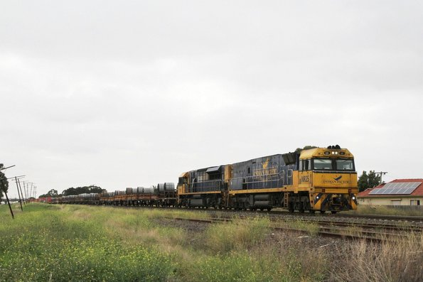 IP liveried NR25 and TT105 on SM2 up steel and intermodal at Albion