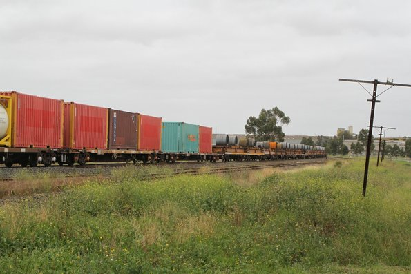 Coil steel and intermodal loading on SM2 up freight at Albion