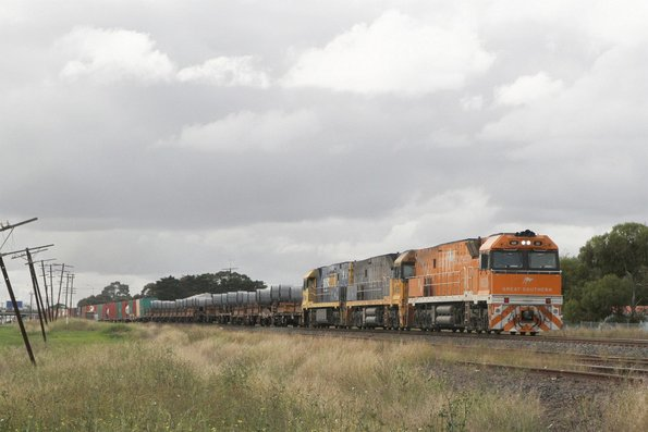 Great Southern liveried NR30 leads NR85 and NR106 on SM2 up steel and intermodal at Albion