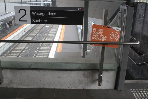 'Please do not park your bikes here' sign at St Albans station