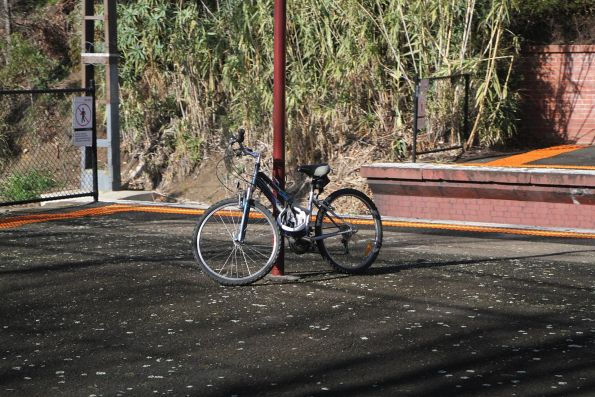 Bike locked up to a lamp post at Hawksburn station