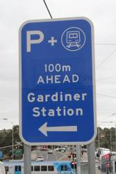 'Park and Ride' sign on Burke Road at Gardiner station