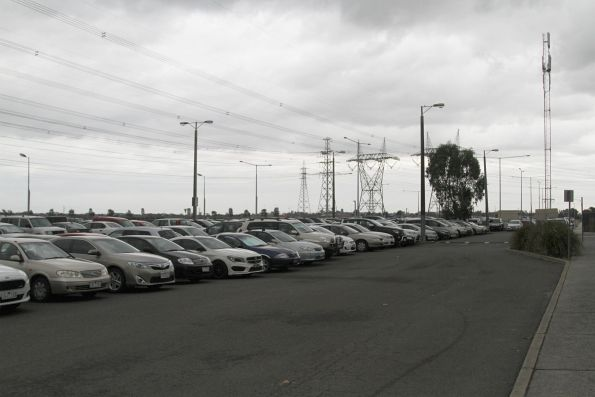 Car park at Merinda Park station