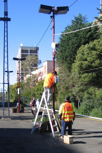 Replacing station signs at Glenferrie: out with The Met and in with Metlink