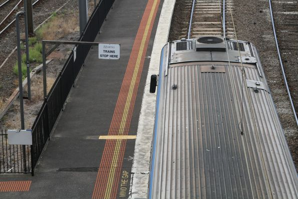 'Metro trains stop here' notice at North Melbourne platform 5