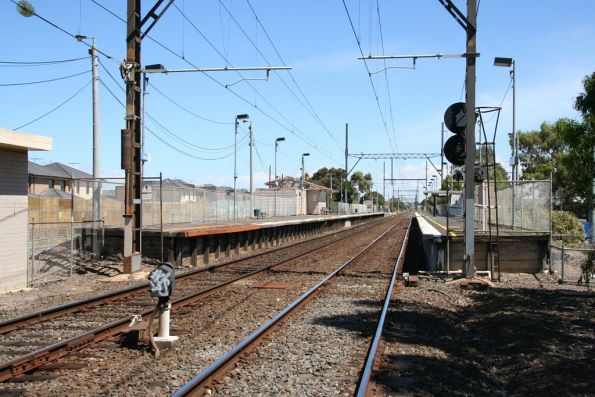 Down end of Westall station, looking up the line past the platforms