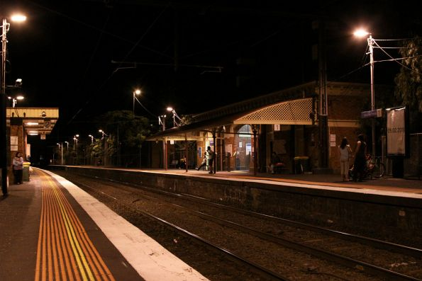 Looking from Moonee Ponds platform 2 towards platform 1