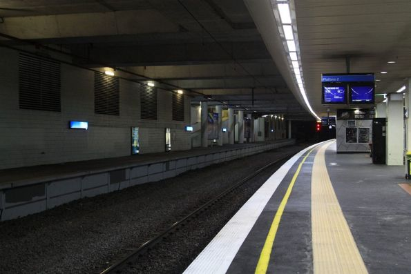 Looking over from Box Hill platform 2 towards the trackless platform 1
