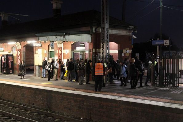 Crowds finally clear at Footscray platform 4