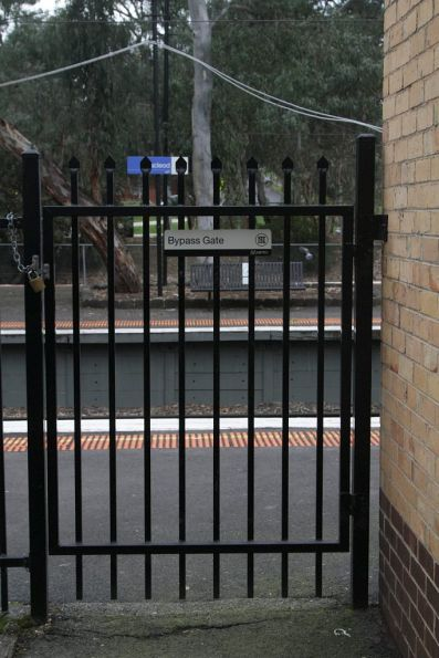 Bypass gate to provide access to the citybound platform at Macleod