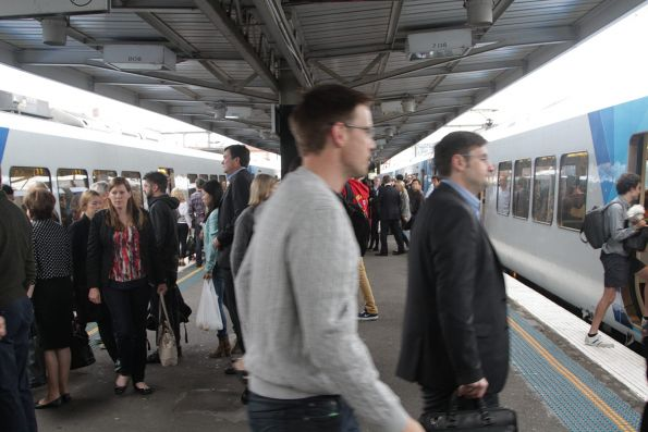 City Loop and Flinders Street passengers swap trains at Richmond platforms 7 and 8