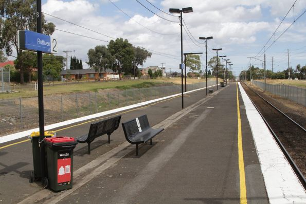 Island platform at Ruthven station