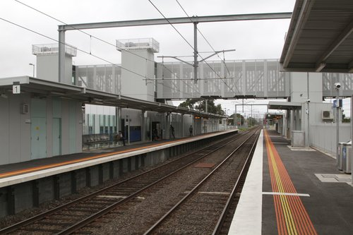 Westall station platforms 1 and 2, looking up the line