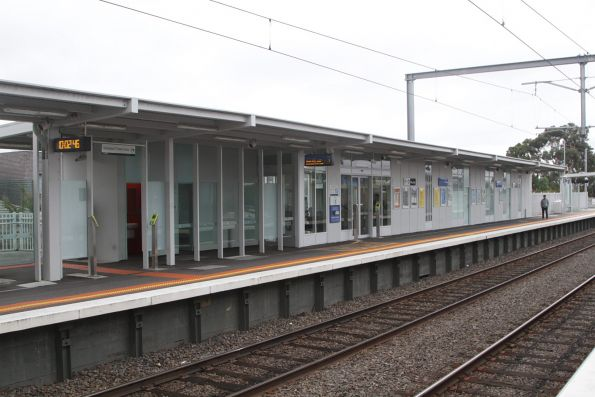Station building and waiting room at Westall platform 1
