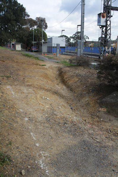 Informal 'desire line' path connecting Gardiner platform 1 and the Burke Road tram stop