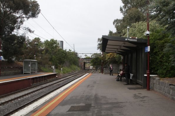 New shelter at the down end of Prahran platform 1