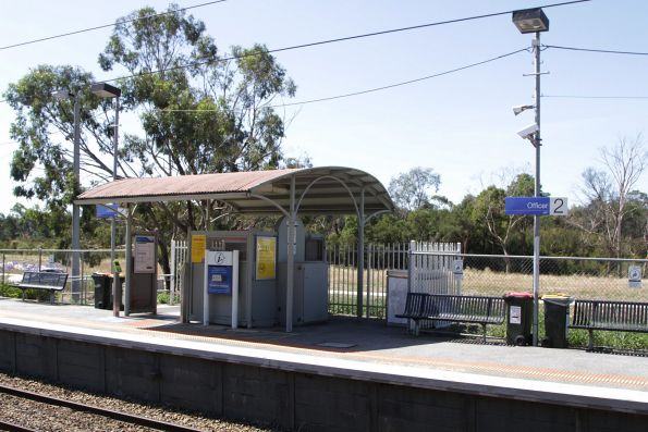 Metal shelter on platform 2 at Officer station