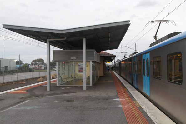 Waiting room at the north side of Cranbourne station