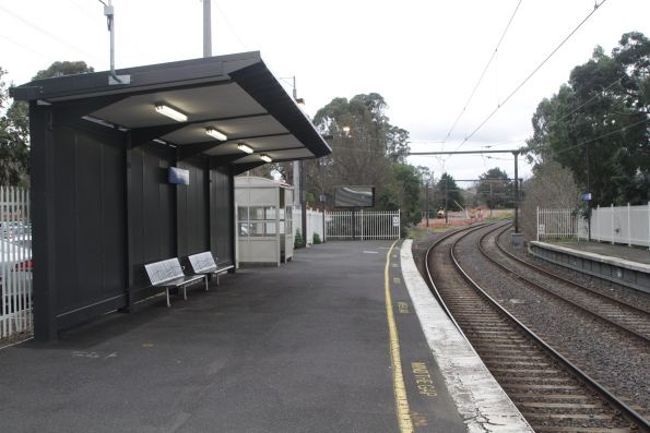 Passenger shelter at the up end of East Malvern platform 1