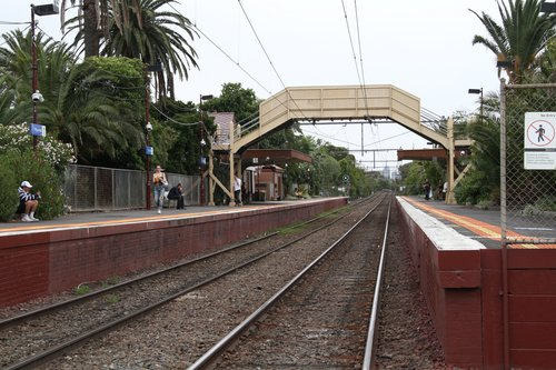 Overview of Ripponlea station from Glen Eira Road