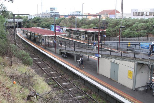 Looking down on the island platform at Moorabbin station