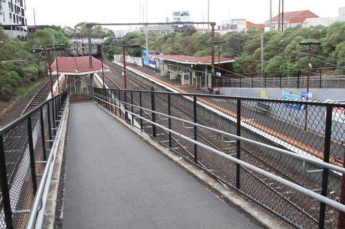 Ramp down to the island platform at Moorabbin station