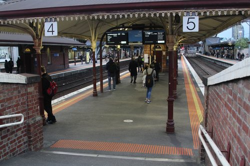 Entrance to platforms 4 and 5 at the north end of North Melbourne station