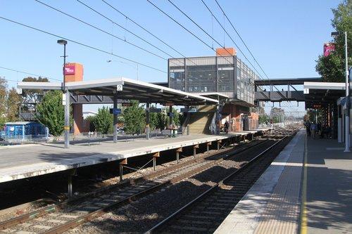 Centre island platform at Watergardens station