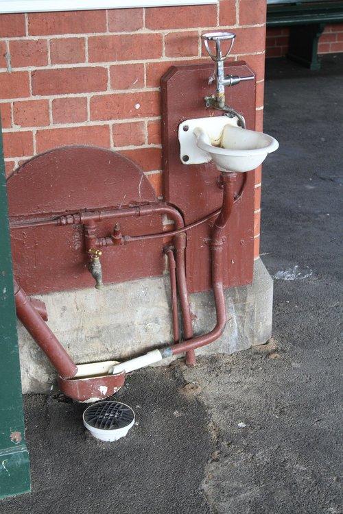Drinking fountain at Caulfield platform 1