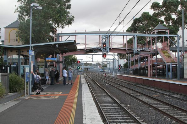 Footbridge at the done end of Sunbury station