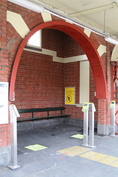 Steel channel reinforces the brick archway at Malvern platform 4