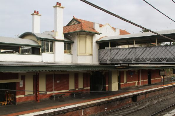 Station building at Malvern platform 2 and 3