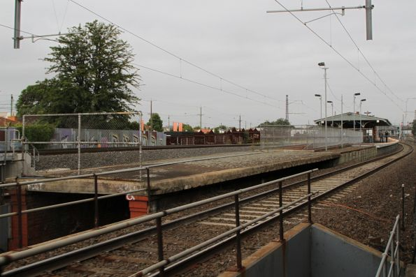 Disused section of platform at the up end of Middle Footscray station