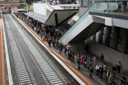 Big crowd of Seymour line passengers waiting at North Melbourne for a City Loop service
