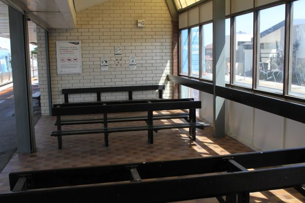 Waiting area at Aspendale station