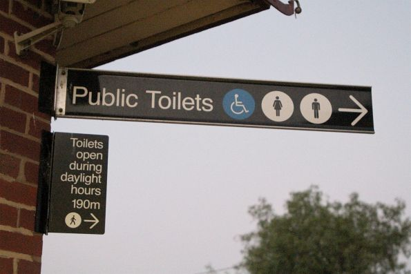 'Public toilets (Toilets open during daylight hours)' sign at Diggers Rest station