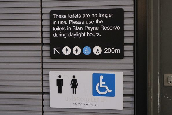 'These toilets are no longer in use. Please use the toilets in Stan Payne Reserve during daylight hours' sign at Diggers Rest station