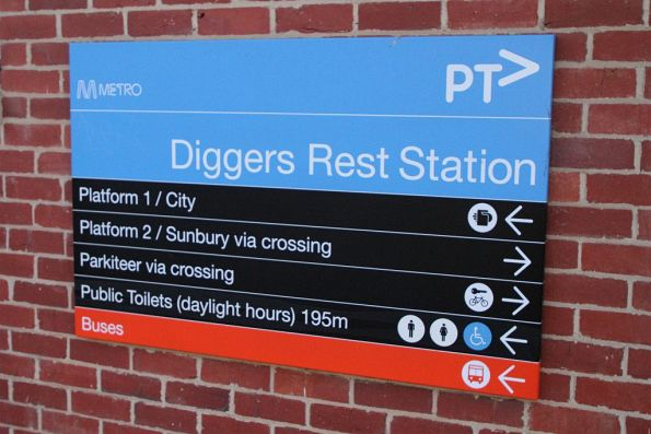 'Public toilets (daylight hours)' sign at Diggers Rest station