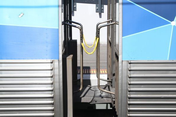 Comeng train intercar walkway
