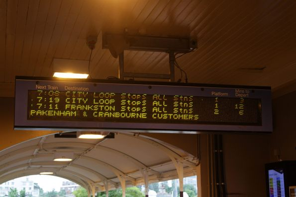 'Southport' manufactured flipdot PIDS on the concourse at Hawksburn station