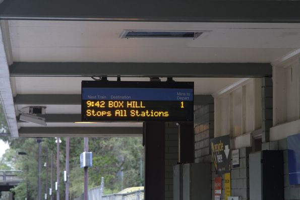 'Box Hill' departure on the PIDS at Heathmont station