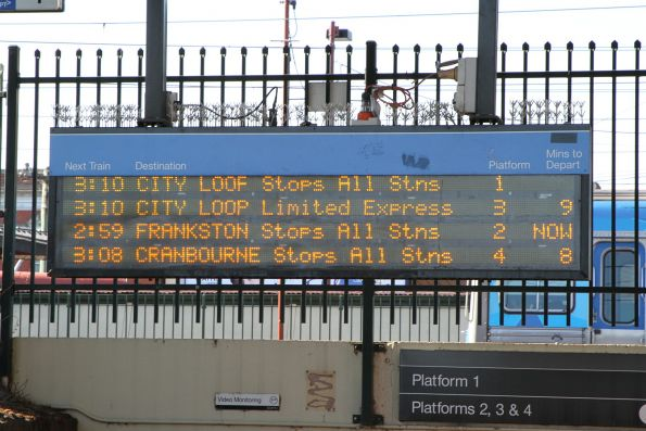 A train every 10 minutes to Dandenong and Frankston, yet they leave Caulfield for the city at the same time