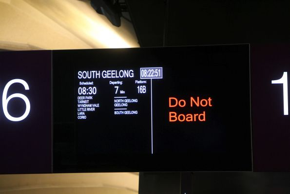 'Do not board' message on the V/Line PIDS at Southern Cross platform 15