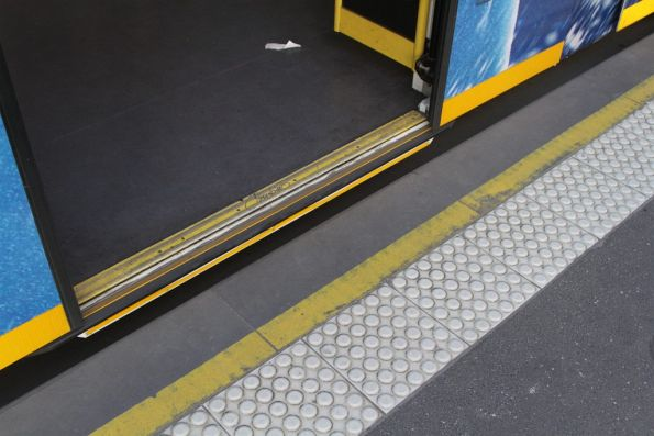 Gap between a Combino tram and the platform stop at Melbourne University