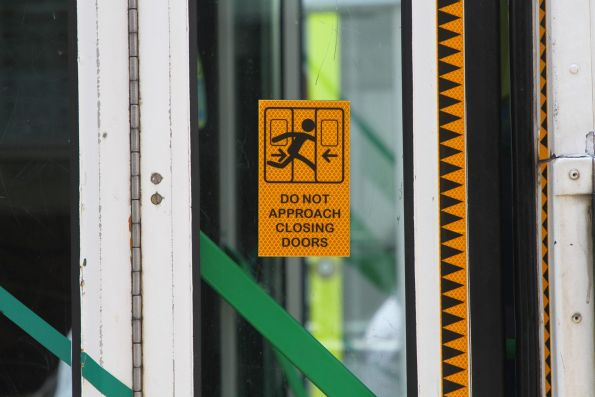 'Do not approach closing doors' stickers on Z3.218