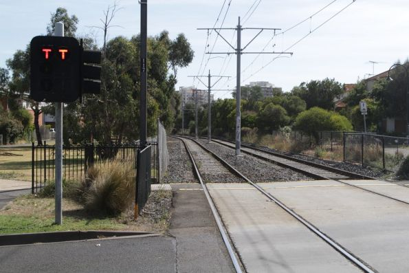Double 'T' lights for trams at level crossings on the Port Melbourne light rail